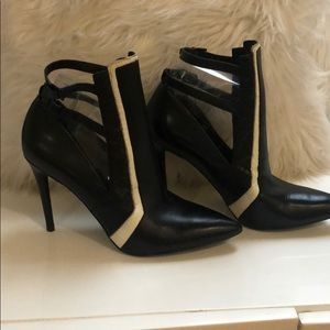 EUC Black/White leather heels with straps